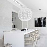 красивый дизайн коридора в белых тонах картинка