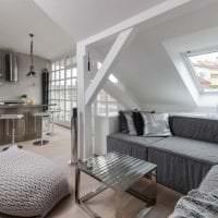 яркий интерьер квартиры в белых тонах картинка