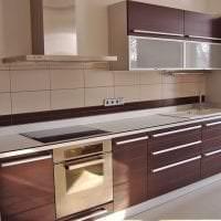 светлый фартук из плитки большого формата с рисунком в стиле кухни фото