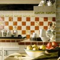 яркий фартук из плитки стандартного формата с изображением в декоре кухни картинка