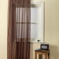 светлый полиэстеровый тюль в интерьере спальни фото