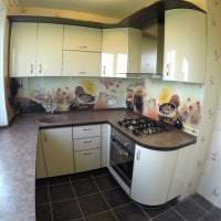 красивый интерьер бежевой кухни в стиле классика фото
