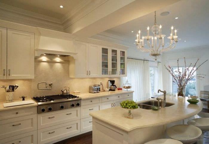 светлый интерьер бежевой кухни в стиле минимализм