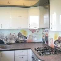 красивый дизайн бежевой кухни в стиле минимализм картинка