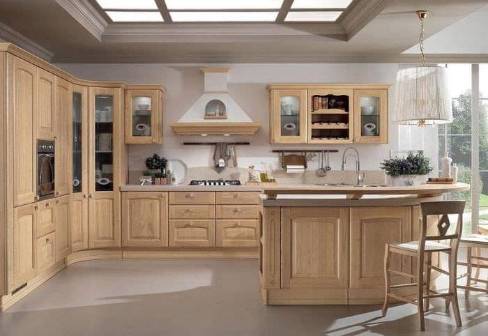 светлый дизайн бежевой кухни в стиле прованс