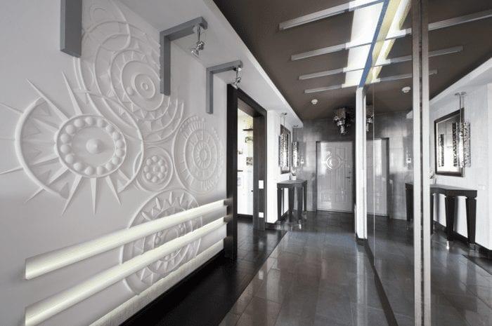 необычный стиль квартиры с барельефом