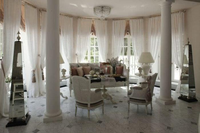 яркий интерьер спальни в французском стиле