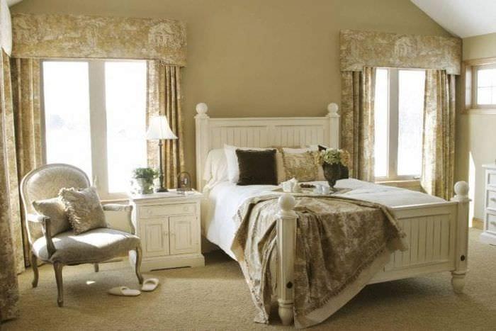 светлый интерьер спальни в французском стиле