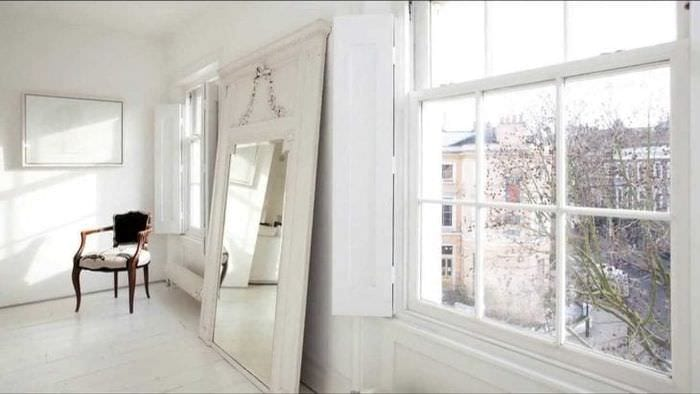 яркий интерьер квартиры в белом цвете