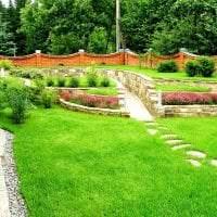 шикарный ландшафтный декор дачного участка в английском стиле с цветами картинка