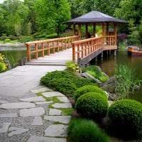 шикарный ландшафтный дизайн сада в английском стиле с деревьями картинка
