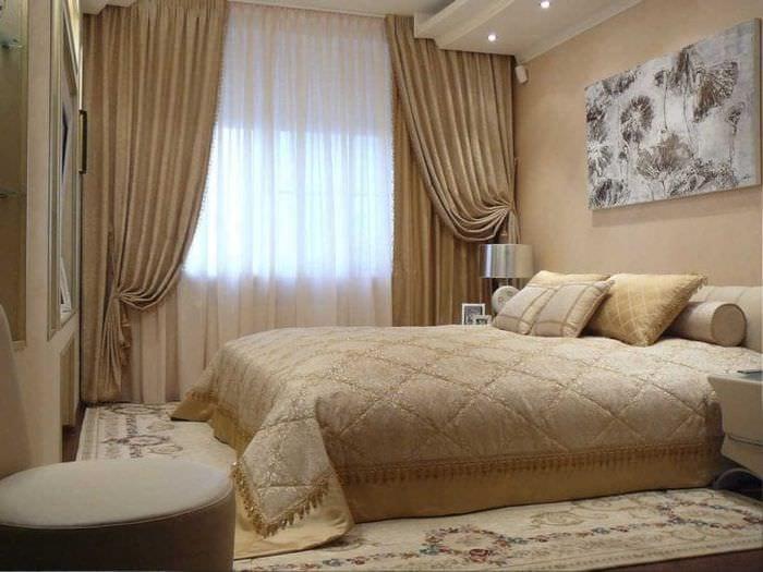 красивый хлопковый тюль в интерьере спальни
