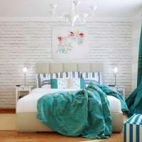 яркий интерьер квартиры в бирюзовом цвете картинка