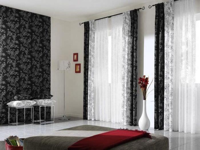 яркий стиль коридора в черно белом цвете