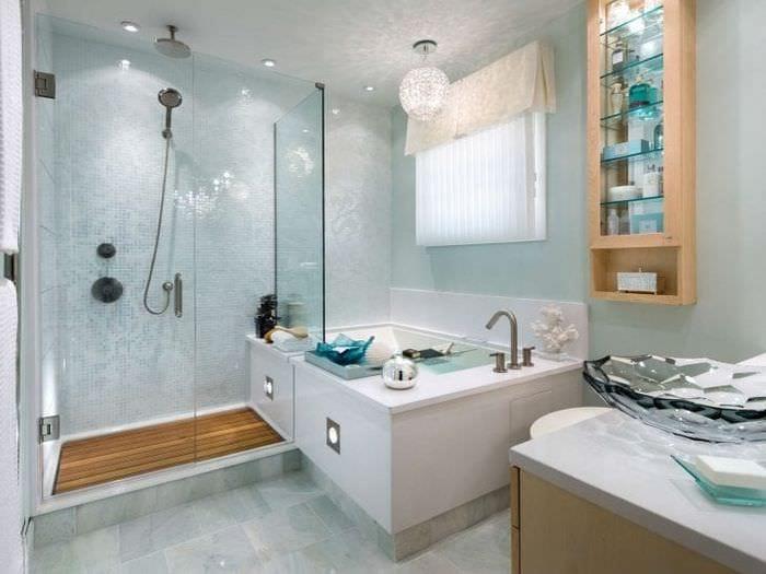 светлый декор ванной комнаты с душем в светлых тонах