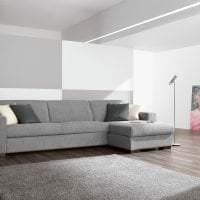 светлый угловой диван в дизайне спальни картинка
