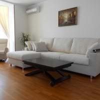 темный угловой диван в стиле спальни картинка