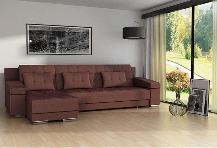 светлый угловой диван в стиле прихожей