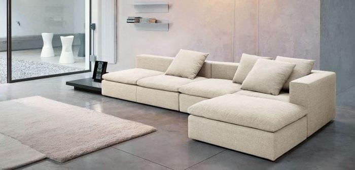 темный угловой диван в дизайне спальни