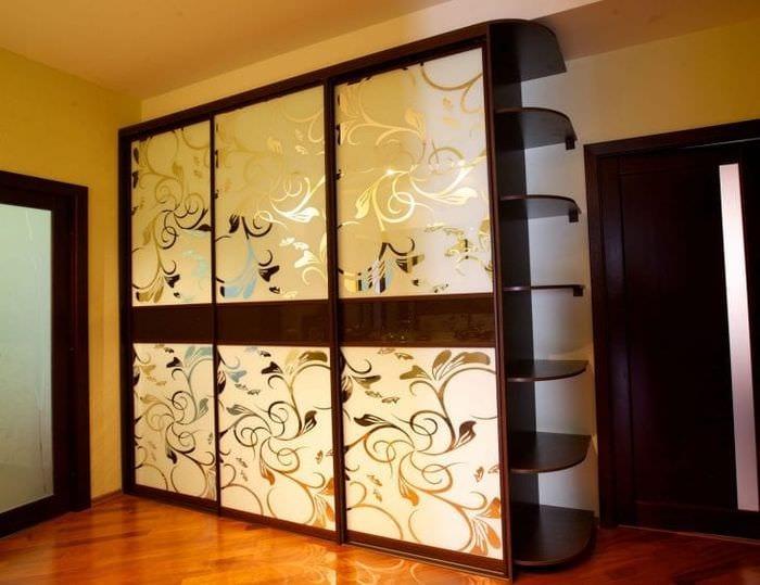 маленький шкаф в стиле спальни