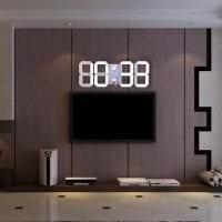 деревянные часы в прихожей в стиле кантри картинка