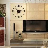 металлические часы в гостиной в стиле хай тек фото