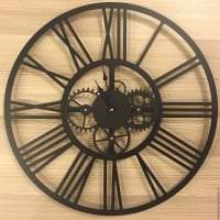 деревянные часы в прихожей в стиле кантри фото