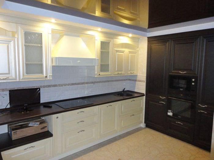 черный натяжных потолков на кухню фото это