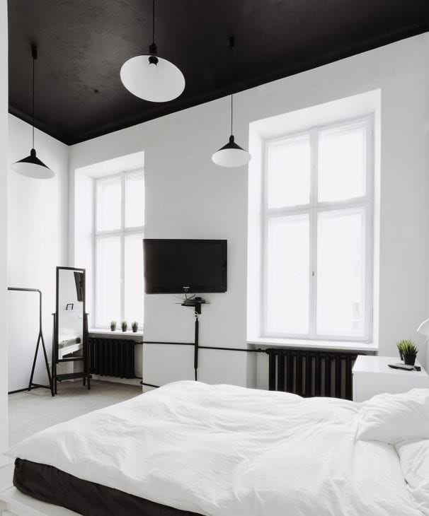 деревянный черный потолок в стиле прихожей