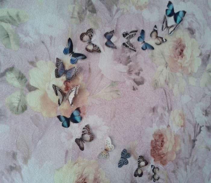 необычные бабочки в стиле прихожей