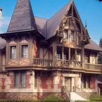 яркий декор дома в архитектурном стиле фото