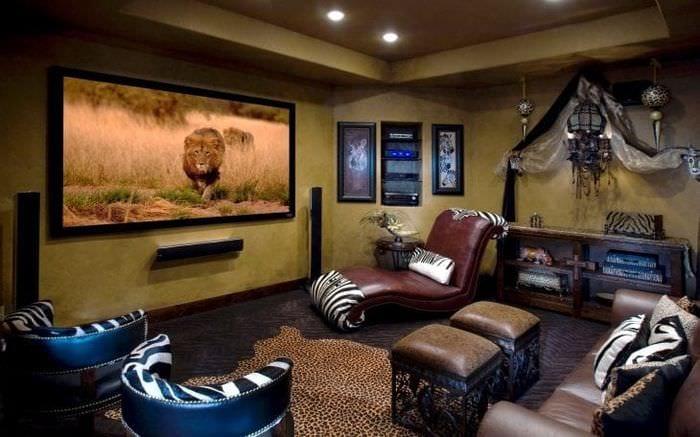необычный декор коридора в африканском стиле