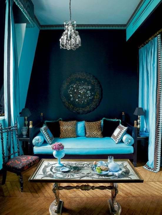 красивый декор спальни в бирюзовом цвете