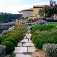 необычный ландшафтный дизайн сада в английском стиле с цветами фото