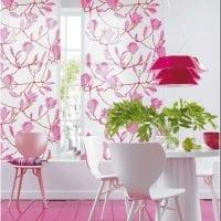 красивый интерьер кухни в цвете фуксия картинка