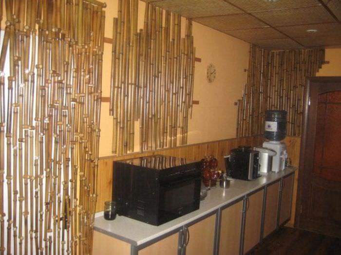 обои с бамбуком в стиле кухни