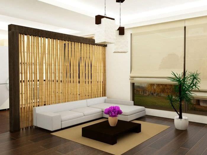 жалюзи с бамбуком в интерьере комнаты