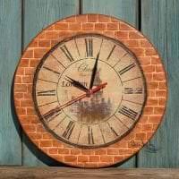 металлические часы в прихожей в стиле хай тек фото