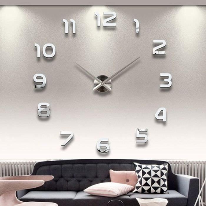 деревянные часы в кухне в стиле минимализм