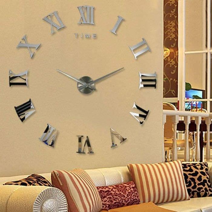 пластиковые часы в прихожей в стиле эко