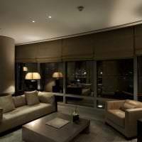 полосатые темные обои в интерьере гостиной фото