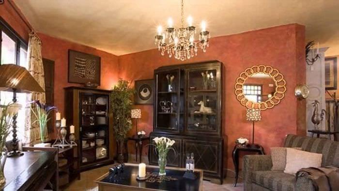 яркий терракотовый цвет в интерьере гостиной