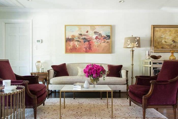 красивый цвет марсала в интерьере коридора