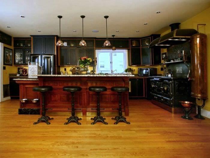 интерьер кухни в стиле стимпанк с деревянным паркетом