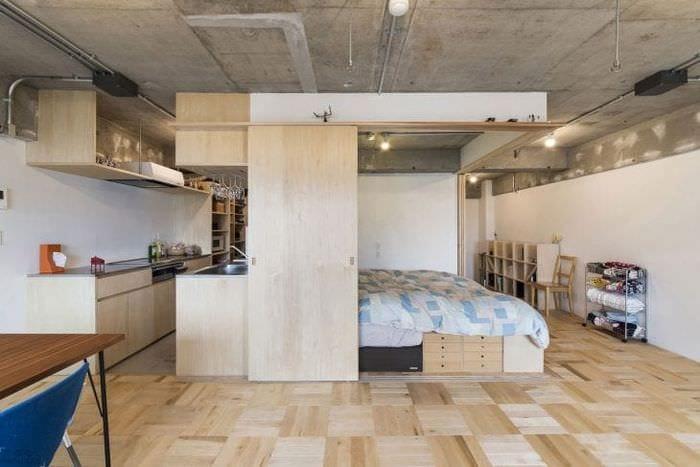 отделка потолка с раствором бетона на кухне