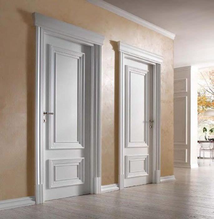 яркие двери в дизайне с оттенком лимонного