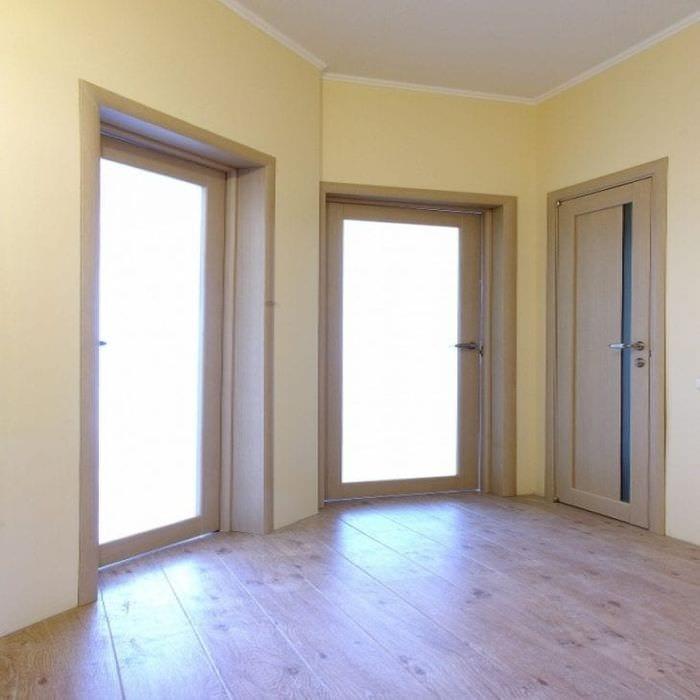 яркий белый дуб в стиле коридора