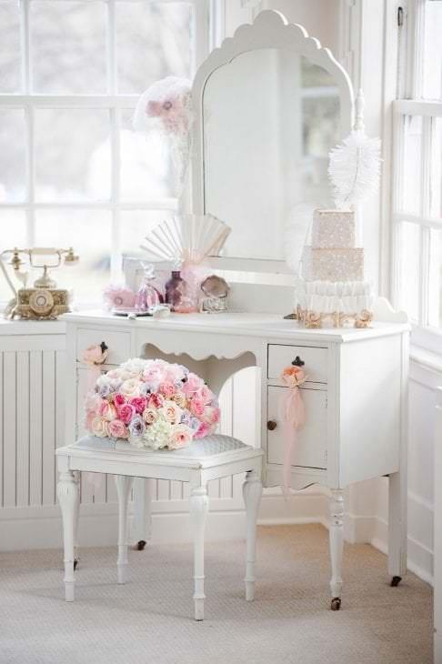 яркий дизайн комнаты в стиле шебби шик