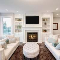 светлый диван в стиле гостиной картинка