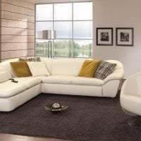 белый диван в интерьере спальни картинка